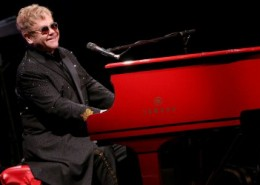 Elton John durant sa tournée All the Hits.